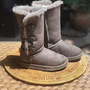 Ugg Bailey Button gray boots S/N 1962